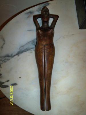Statueta femeie lemn esenta tare spargator de alune foto