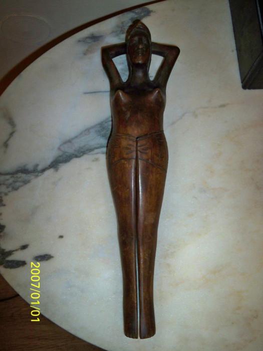 Statueta femeie lemn esenta tare spargator de alune