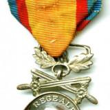 ROMANIA MEDALIA BARBATIE SI CREDINTA CLASA A II A MODEL 1917 CU PANGLICA STARE FOARTE BUNA - Medalii Romania