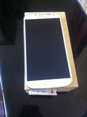 Samsung Galaxy S4 16Gb foto