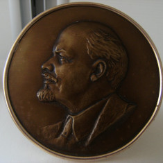 Superb suport de perete/birou, medalion chipul lui V.I.Lenin, din bronz masiv, in bazorelief, marcat, foarte vechi !!!