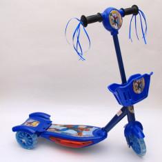 Trotineta albastra pentru baietei