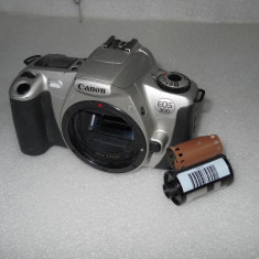 APARAT FOTO PE FILM CANONEOS 300, BODY - Aparat Foto cu Film Canon