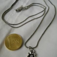 Finut si Elegant Medalion Floricica pe Lant argint Delicat Superb de Efect