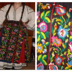Vand costume populare vechi de peste 150 de ani - Costum popular