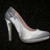 Pantofi argintii superbi noi, nepurtati
