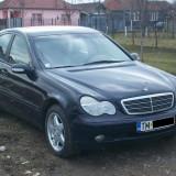 Dezmembrez Mercedes C Class w203 an 2002 motor 2000 benzina