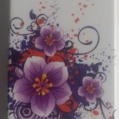 Husa silicon rigid motiv floral  iPhone 4 + folie protectie si cablu date cadou