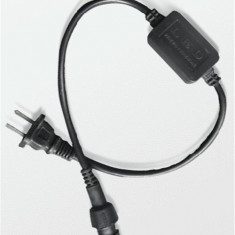 CONECTOR PROFESIONAL LA 220V PT.A CONECTA ROLELE DE FURTUN LUMINOS CU LED SAU BECURI LA PRIZA,CONECTOR CU 2 PINI.