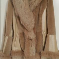 Haina blana cu guler vulpe polara, Marime: 40, 42, Culoare: Bej, Din imagine