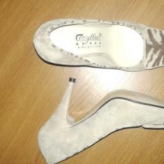 Pantofi din antilopa cu irizari aurii - Pantof dama, Culoare: Crem, Marime: 37, Piele intoarsa, Crem