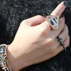 Inel Dama Film - SUPERMAN - Auriu Cu Negru si S este acoperit cu Cristale, Marime: 17