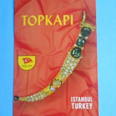 HOPCT 13675 TURCIA ISTANBUL - RENUMITUL JUNCHER INCRUSTAT CU SMARALDE SI DIAMANTE DIN FLMUL,, TOPKAPI,, -[ NECIRCULATA ]