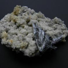 Mineral din colectie - STIBINA PE DOLOMIT - Fosila roca