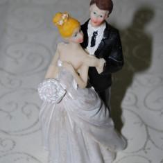 """Marturii nunta - Figurina tort nunta """"Model Miri Imbratisati"""" CEL MAI MIC PRET DE PE PIATA GARANTAT, marturie figurine model haios"""