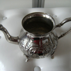 Splendid ceainic din alama argintata, marcat, numerotat, modele in basorelief, de colectie/decor.