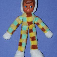 Papusa, fata din cauciuc corp din material textil, creola (negresa), anii '80