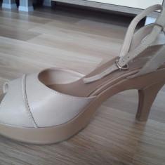 Sandale Leonardo bej din piele; platforma + toc; in stare foarte buna; livrare gratuita in Cluj Napoca - Sandale dama Made in Italia, Marime: 39