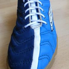 Adidasi Umbro 50 (Fifty); marime britanica 4, 36 la noi(22.5 cm talpic interior) - Adidasi copii Umbro, Marime: 37, Culoare: Din imagine, Baieti