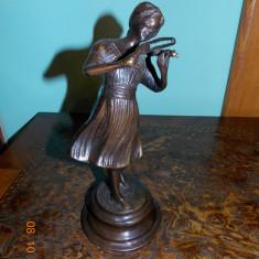 Statueta veche din bronz - femeie cu vioara - Metal/Fonta, Statuete