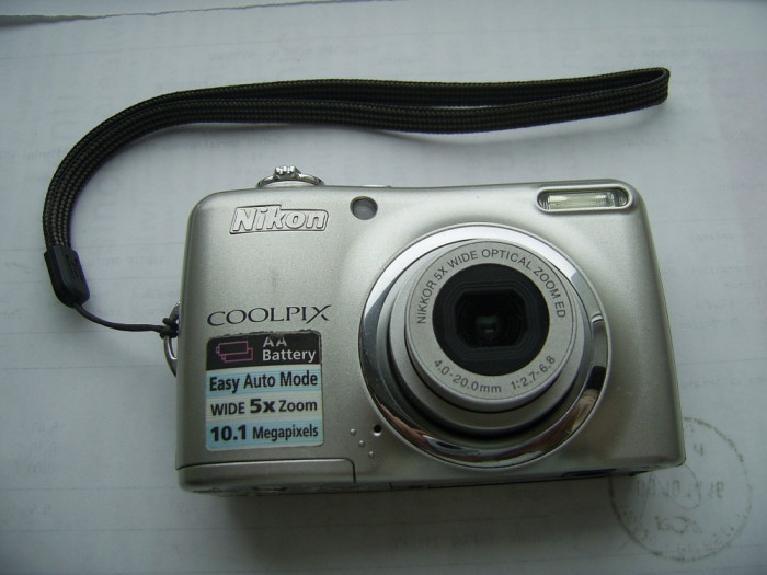 NIKON  COOLPIX L 23 , ARE  10 0,1 MEGAPIXELS  , 5 X ZOOM  , DEFECT !
