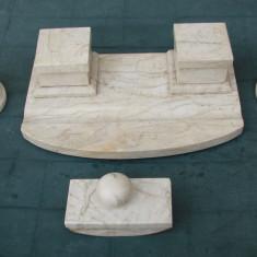Superb set de birou din marmura, format din calimara, sfesnice si tampon sugativa - Sculptura