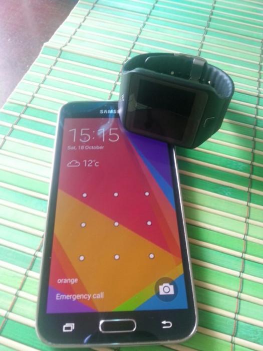 Samsung Galaxy S5 + Galaxy Gear 2 Neo foto mare