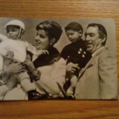 CP  * Anthony Quinn si familia sa -- Intreg postal  - necirculata