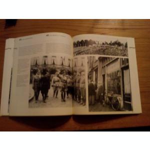 Lumea ANNEI FRANK  *  1929 - 1945  -- text: Anne Frank Stichting  -- 1994, 228 p. cu ilustrati alb-negru in text; lb. romana si engleza