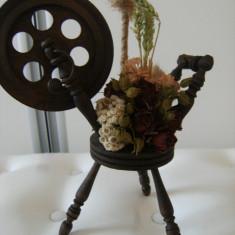 Deosebita decoratiune/ornament vitage de birou realizata manual din lemn si flori presate, stare perfecta, de colectie/decor.