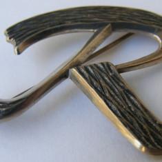 Brosa veche din argint cu litera R - de colectie