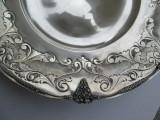 Fructiera rotunda din argint  masiv , cu ornamente fin lucrate manual