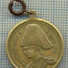 ATAM2001 MEDALIE 50 - MEDALION - M.S. REGELE CAROL II - 8 IUNIE 1930 - REGELE ECHIPAT IN TINUTA MILITARA DE GALA CU PANAS - starea care se vede - Medalii Romania