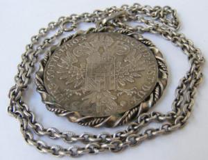 Lant vechi din argint cu medalion taler Maria Tereza - de colectie