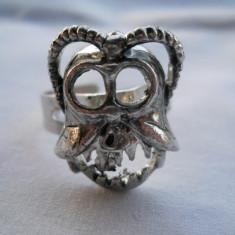 Interesant si Vechi Inel Vintage Cap de Mort