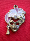 Splendid si Vechi Medalion cu Email Vintage Masca Venetiana Finut si Mignon ( cu patina - se poate curata )