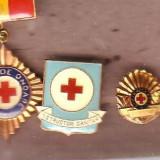 Lot insigne Crucea Rosie 2 - Insigna, Romania de la 1950