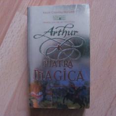 ARTHUR SI PIATRA MAGICA-KEVIN CROSSLEY -HOLLAND - Roman, Nemira