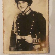 PVM - Fotografie ofiter roman femeie perioada regalista, Alb-Negru, Militar, Romania 1900 - 1950