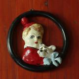 Figurina veche perioada interbelica din ipsos - fetita cu catel - pictat manual