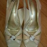 Sandale din piele cu platforma  marimea 39,aproape noi!