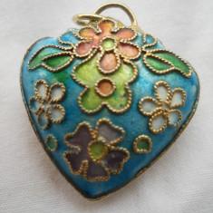 Superb si Vechi Medalion Email frumos si elegant - Bijuterie veche