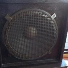 Amplificator + cabinet chitara bas - Amplificator Chitara