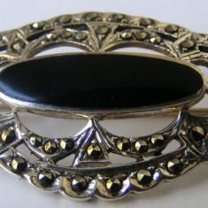Brosa veche din argint cu onyx si markasite - de colectie - Brosa argint