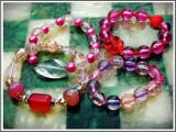 Cumpara ieftin AuX: LOT format din 4 BRATARI noi pentru fete, confectionate din margele multicolore insirate pe elastic!