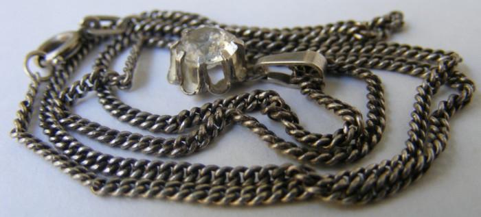 Lant si medalion vechi din argint cu piatra alba