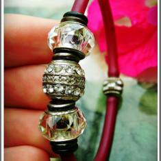 AuX: BRATARA de dama cu inchizatoare magnetica, confectionata din plastic, metal si margele cu argint .925! - Bratara magnetice, Femei