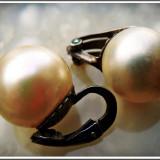 AuX: CERCEI nepereche cu imitatie de perla si sistem de prindere cu clips din argint .800, vechi, anii 1960!