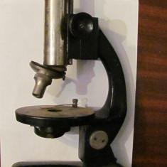 PVM - Microscop vechi cu doua obiective functional dar lipsa oglinda