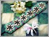 Cumpara ieftin AuX: Superba BRATARA de dama realizata din margele si scoici pe material textil, prindere cu funda, veche!